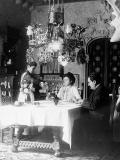 Antoni and Teresa Amatller with their servants, Justa and Rosa, in Casa Amatller, in 1910 (© IAAH)