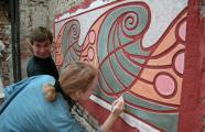 Students and artisans of the École d'Avignon at work restoring Art Nouveau heritage