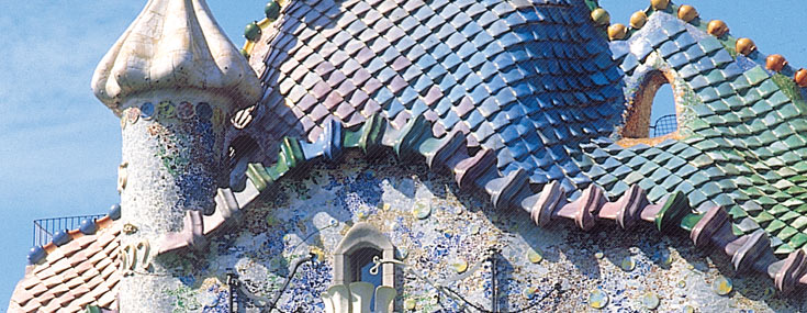 The world-famous façade of the Casa Batlló (© Miquel Badia i Joan Antoni Fontanals)
